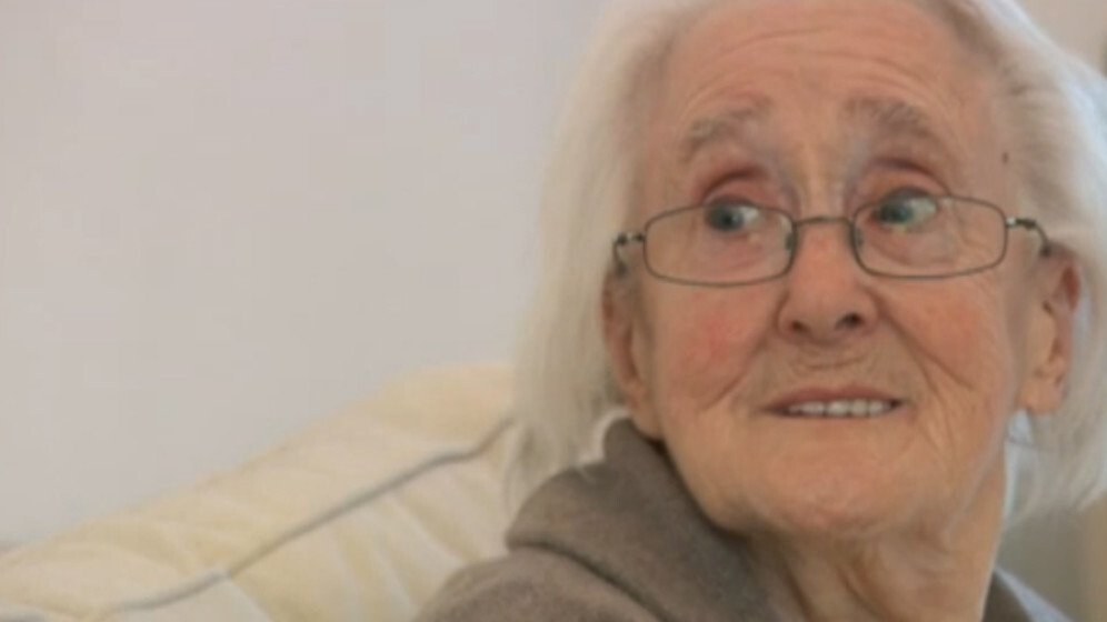 Meet the 85-year-old lady who plays Grand Theft Auto IV on a PlayStation 3 and 65″ TV
