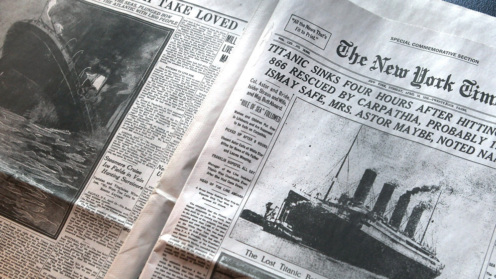 The New York Times picks up new readers online, as circulation of weekday print copies slips by 6.2%