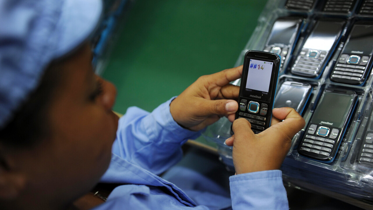 NPD: Smartphone shipments to overtake feature phones worldwide in 2013
