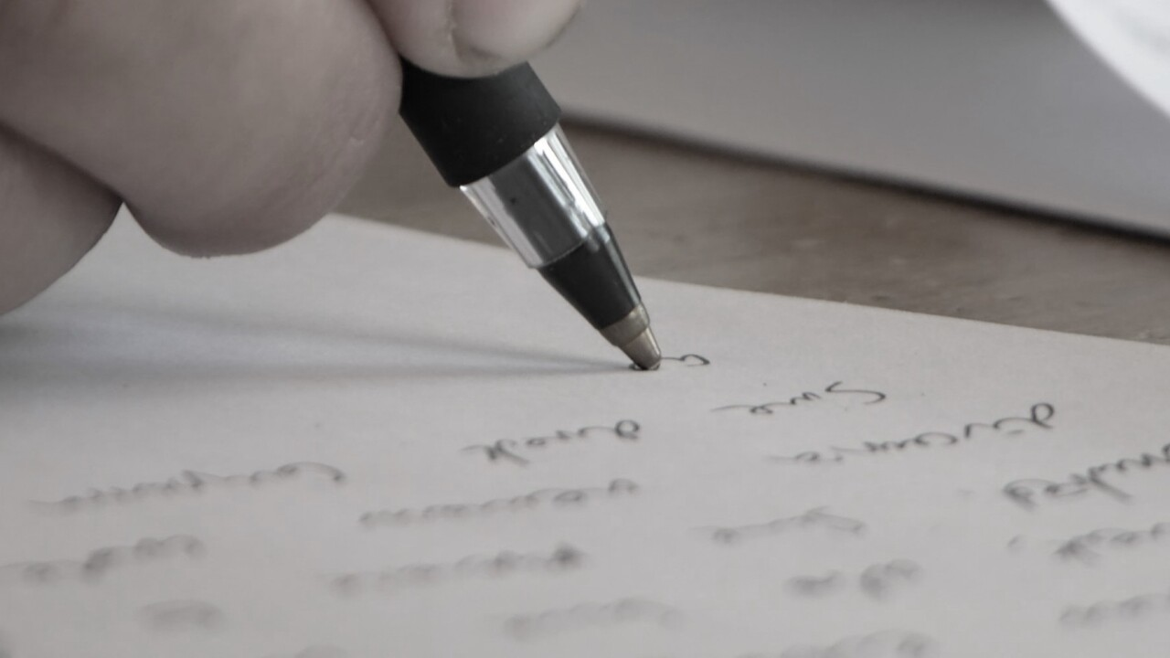 TNW Pick of the Day: Lettrs turns your iPhone into a personal writing desk, transcriber and post office