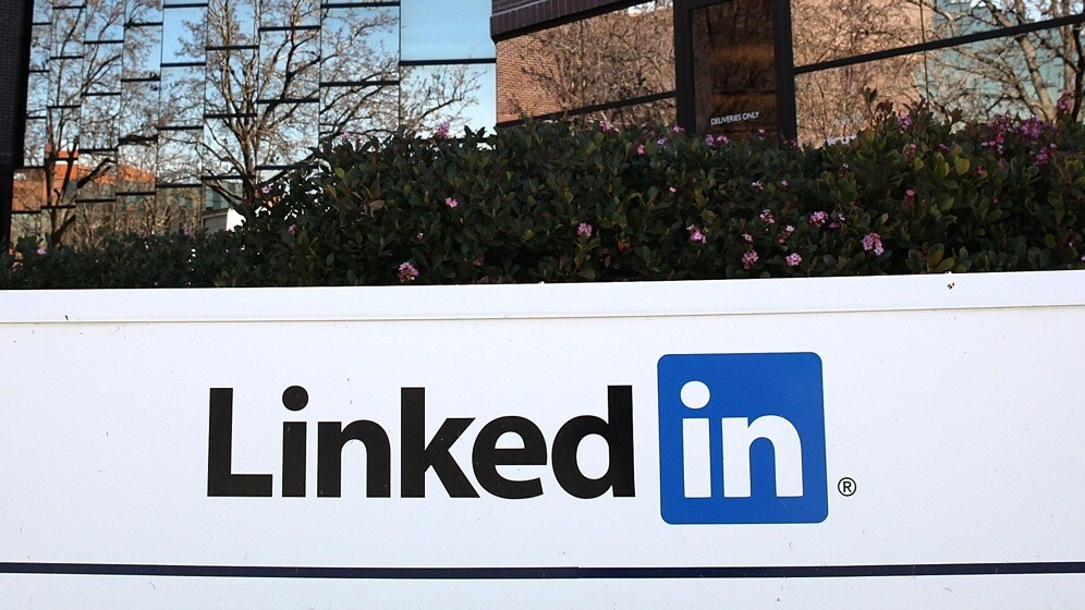 LinkedIn is rolling out Facebook-style linked mentions of people and companies in status updates