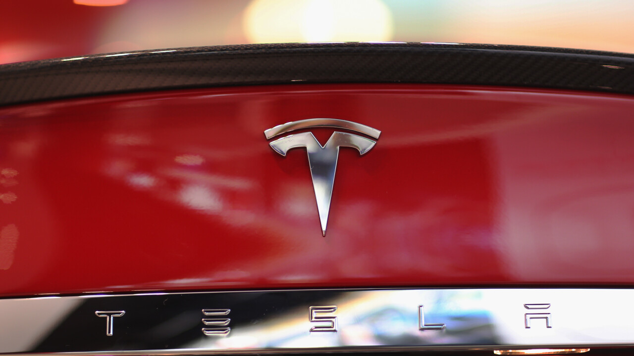 After losing lawsuit against Tesla, New York auto dealers back legislation to block direct car sales