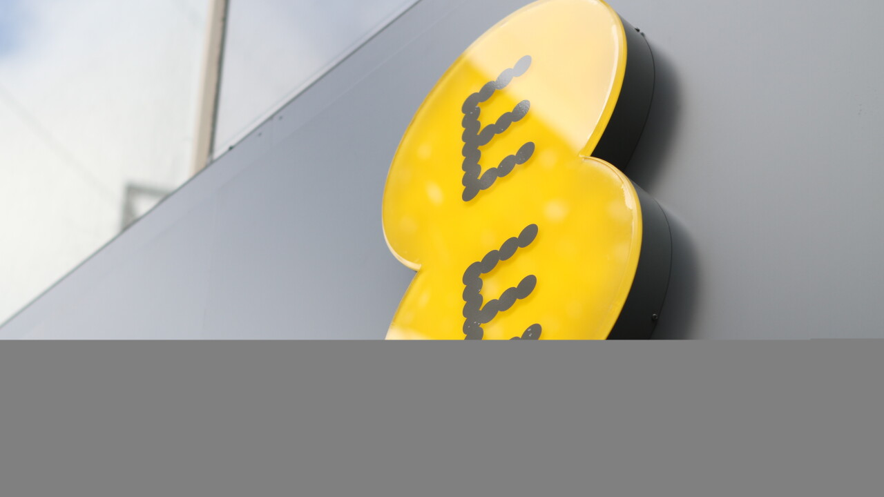 UK operator EE rolls out bundled unlimited fiber broadband and call packages