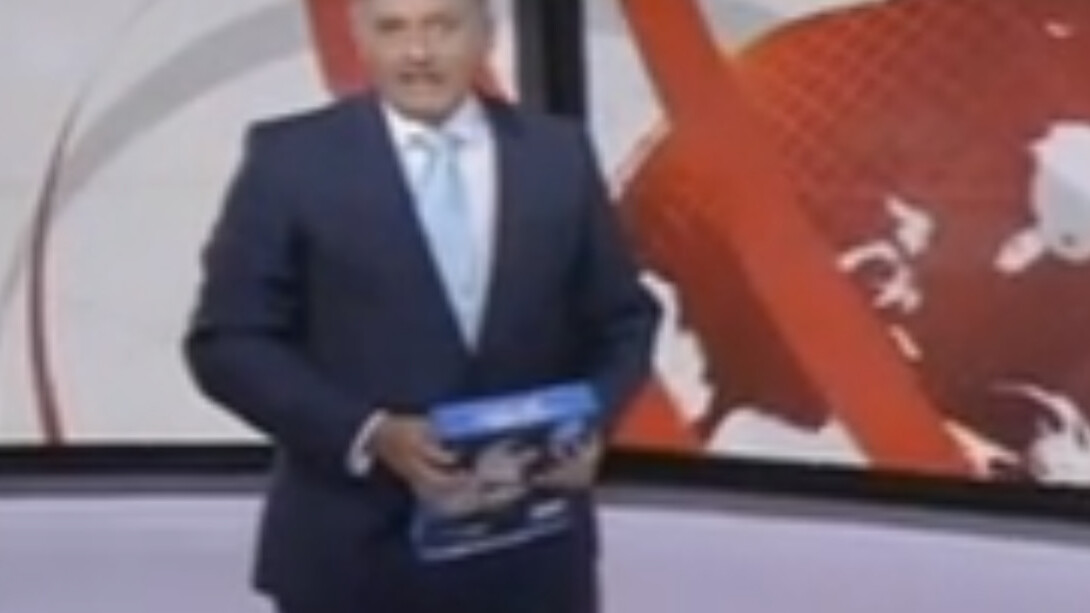 BBC reporter confuses paper pad for iPad, refuses to acknowledge mistake and just keeps going