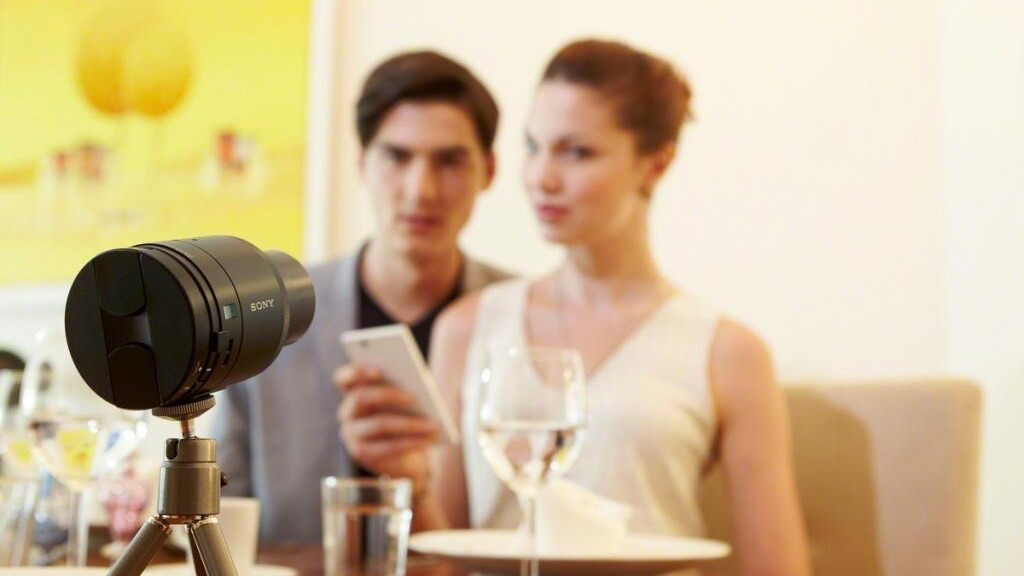Sony's QX10 and QX100 lens cameras turn your iOS or Android device into a premium point-and-shoot
