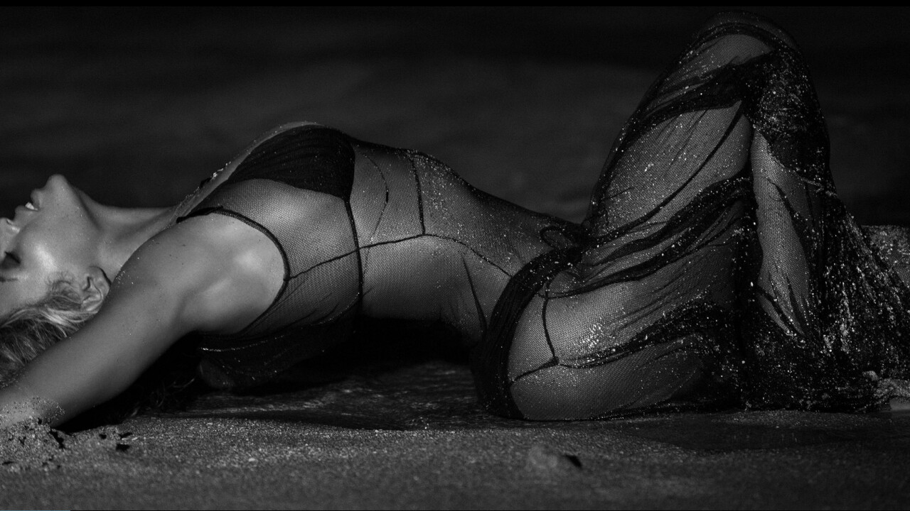 Beyoncé's iTunes-exclusive album sets store record with over 800,000 units sold in three days