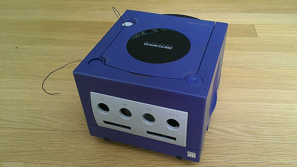 Remote-controlled GameCube robot makes your childhood dreams come true