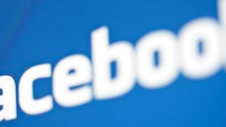 Facebook follows Twitter with Trending, a tailored list of popular topics beside your News Feed