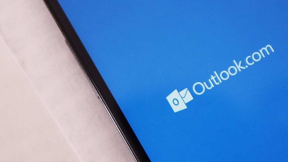 Microsoft boosts Outlook.com email encryption and opens its first transparency center