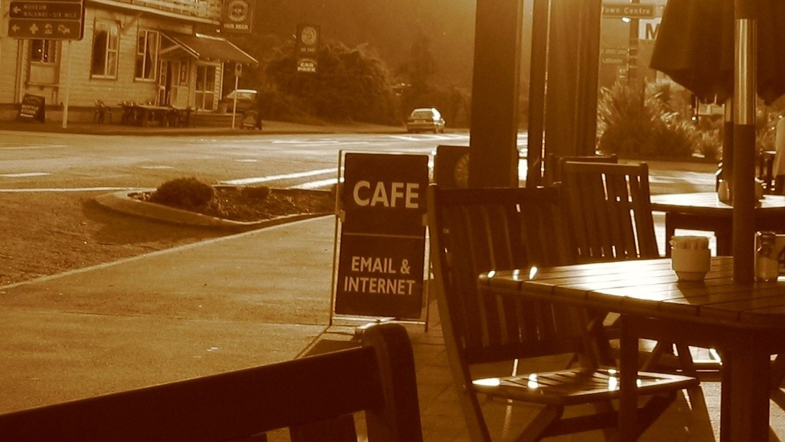 Can coffee shops increase sales by banning laptops?