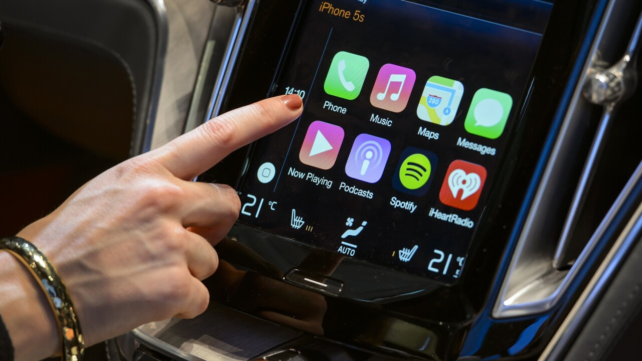 Apple adds 9 more auto makers, including Audi, Chrysler and Dodge, to its CarPlay program