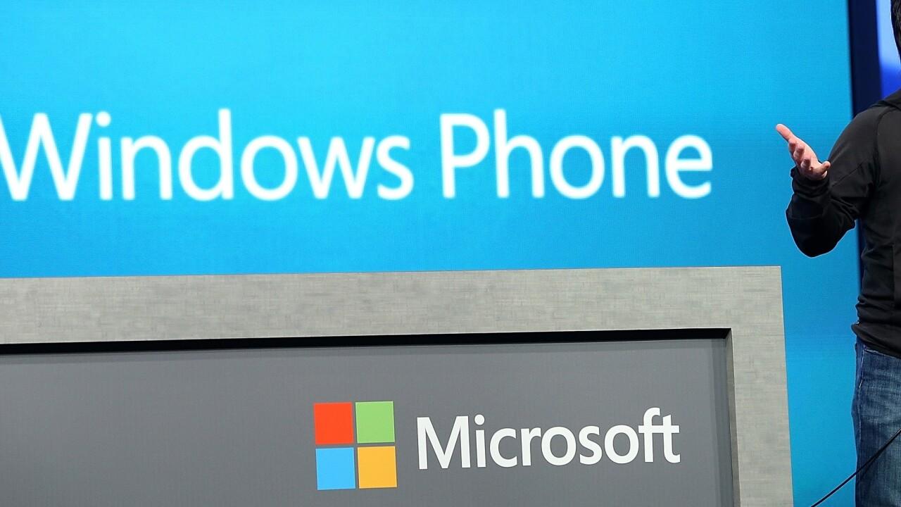 Cortana outsmarts Siri in Microsoft's new Windows Phone 8.1 ad