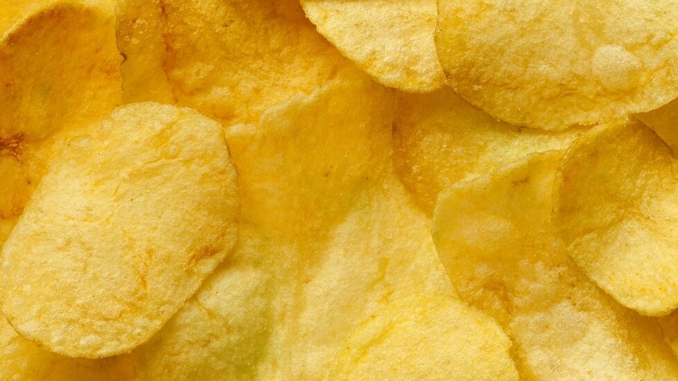 Incredible: these scientists eavesdropped through soundproof glass thanks to a bag of crisps