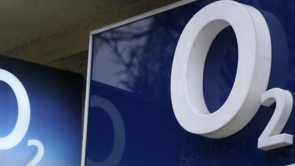 $13.8bn sale of O2 to Three's parent company Hutchison Whampoa is going ahead