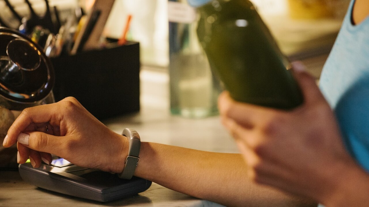 Jawbone's $200 UP4 fitness tracker lets Amex users make payments