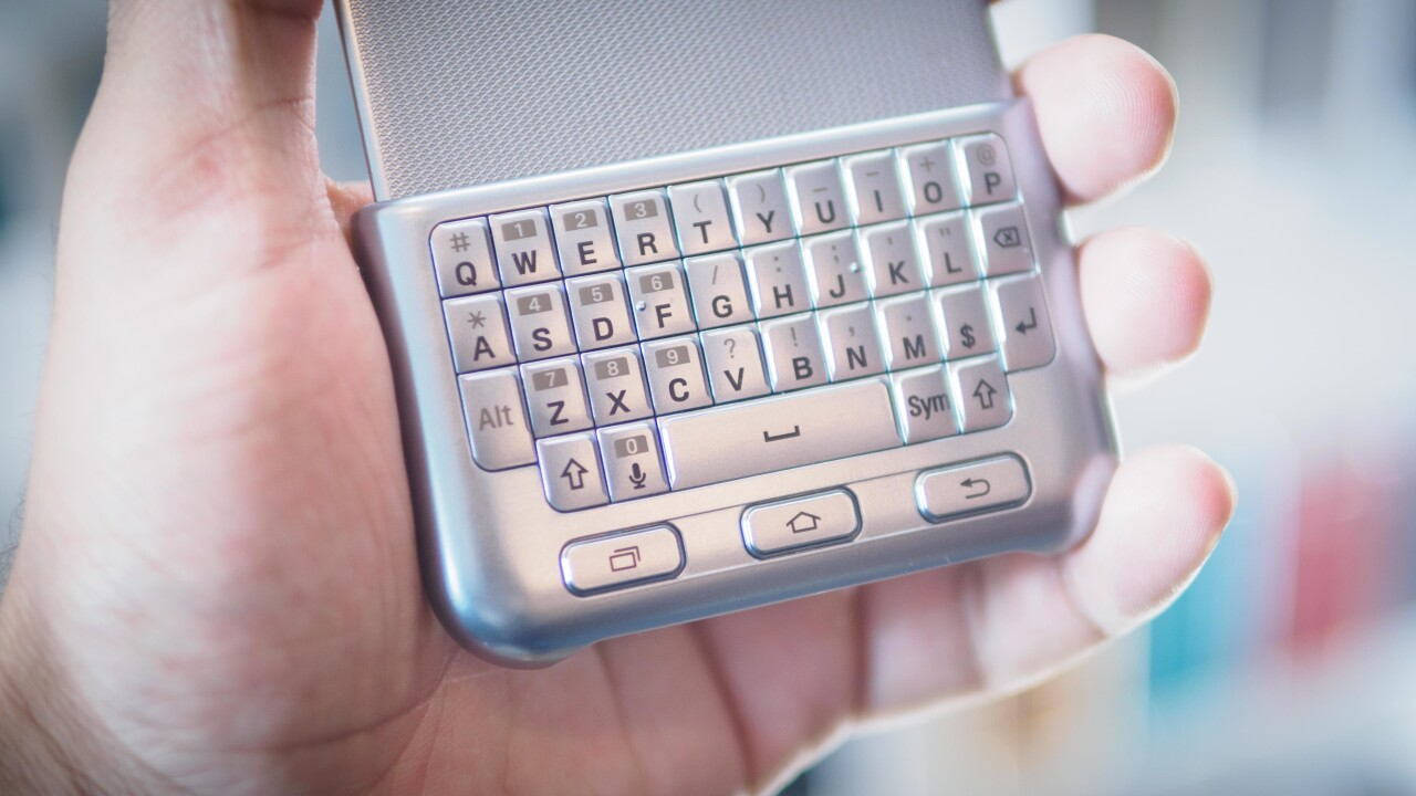 Hands on with the Samsung Galaxy snap-on keyboard: #tbt just got real