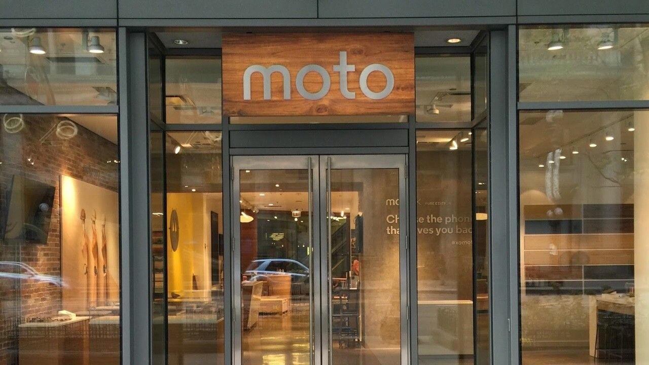 Motorola is opening a Chicago-area retail shop for the holidays
