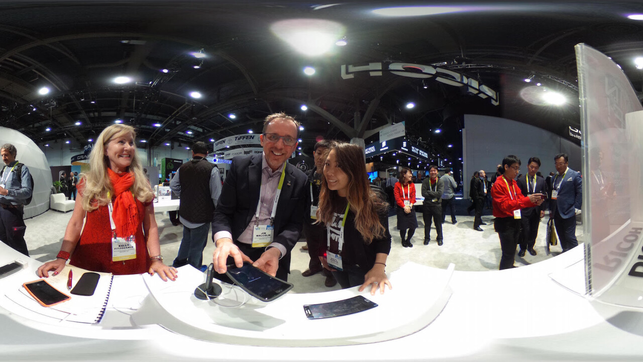Hands-on: Ricoh's Theta S 360-degree camera makes everyone a photo bomber