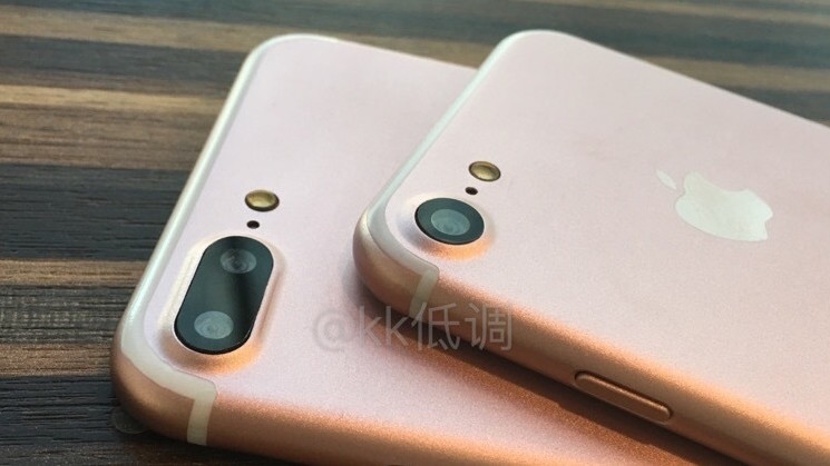 We want the iPhone 7 and 7 Plus dummies shown off in these photos and videos for real