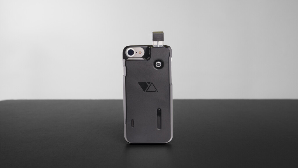 I tried to quit smoking with this iPhone vape case but it only made me smoke more