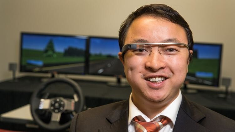 Google Glass makes you a worse driver (and look absolutely ridiculous)
