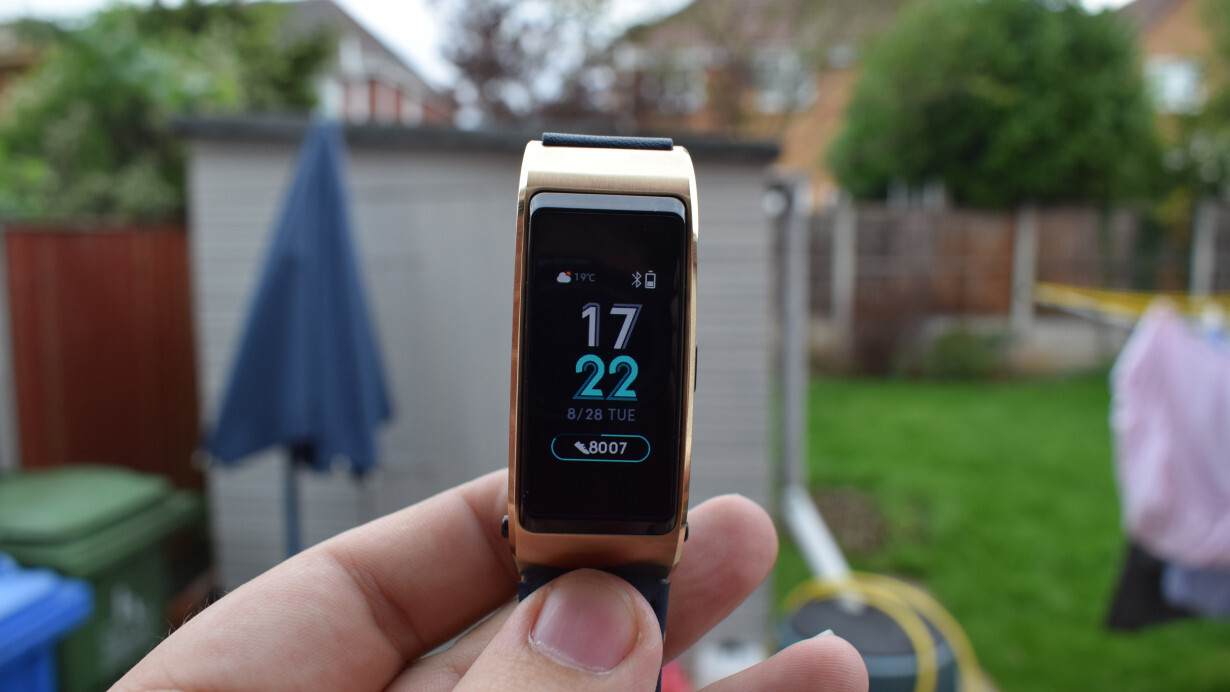 Review: The Huawei TalkBand B5 is a fitness tracker you can make calls on
