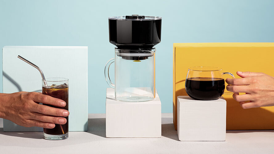Hot coffee lover? Cold brew fan? The FrankOne does both drinks at lightning speed