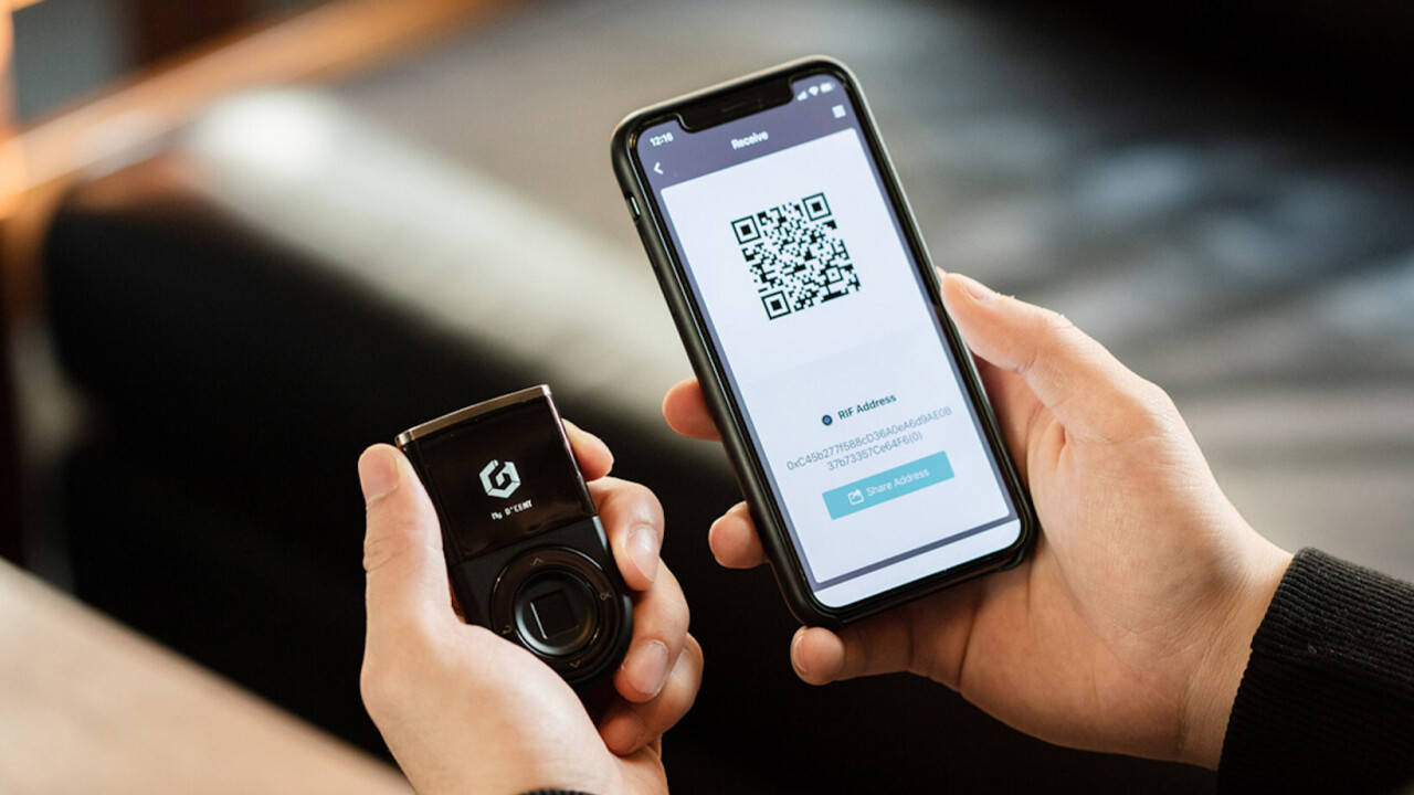 This first-of-its-kind smart wallet controls all your cryptocurrencies with your fingerprint