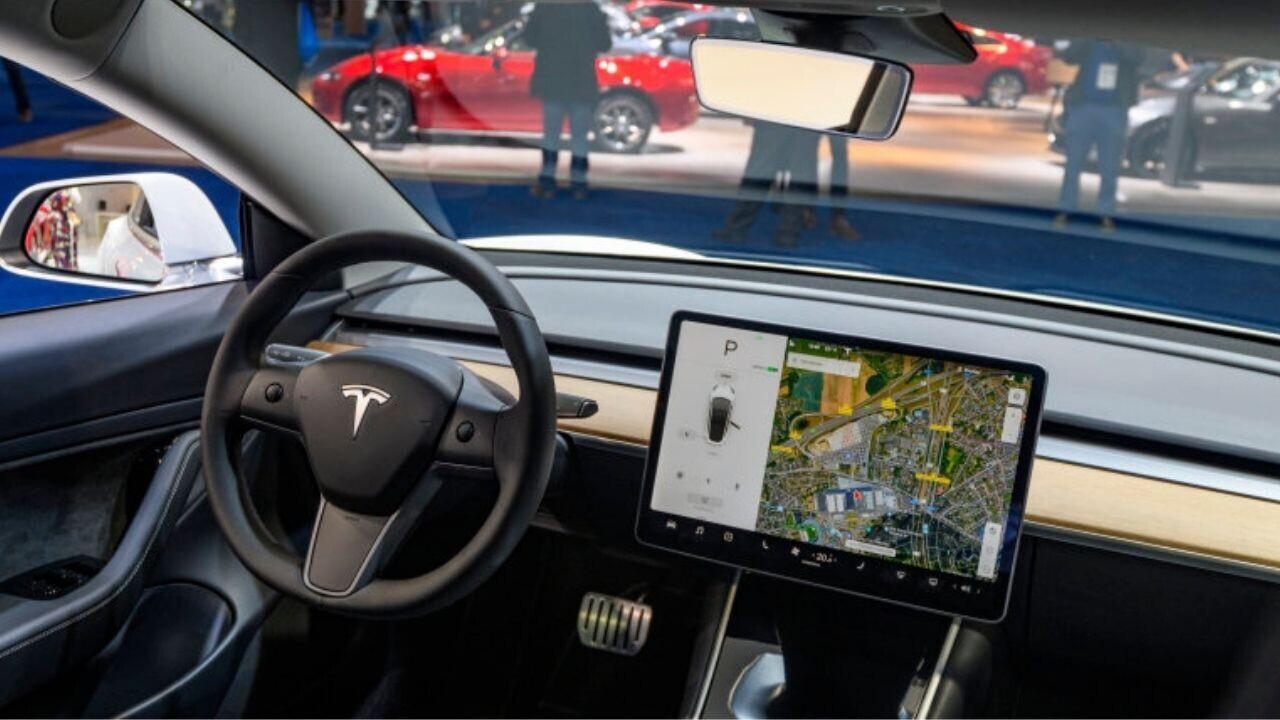 Finally! Tesla starts using cabin cameras to monitor drivers using Autopilot