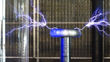 Watch this DJ make a Tesla coil dance to the beat Featured Image