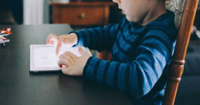 Listen parents, kids spending several hours on screens a day isn't a big deal
