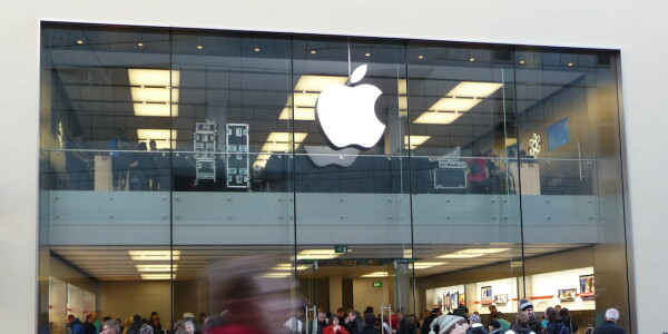New iPhones help Apple claim a record 34% share of smartphone sales in Japan