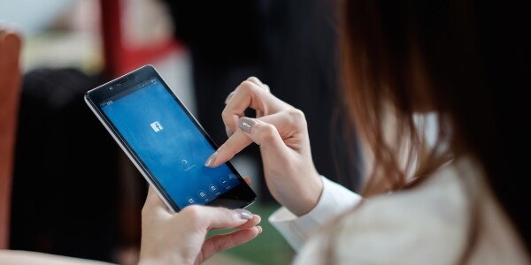 Why your brain wants to check Facebook every 31 seconds – and how you can stop it