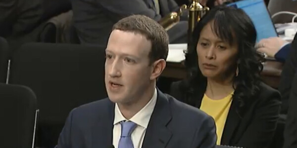 Facebook gives US users power to turn off political ads