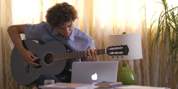 Fender Play is an excellent guitar tutor for people with social anxiety