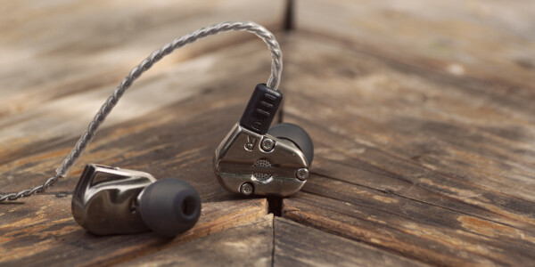 RevoNext's outstanding $30 earphones make the wired/wireless switch a breeze