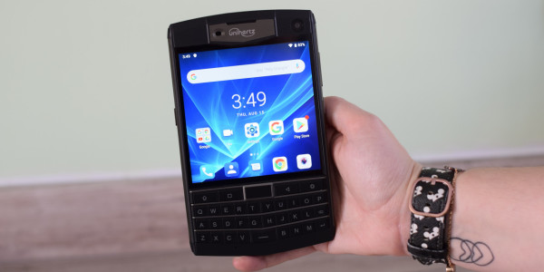 Hands-on: The Unihertz Titan is a delightful homage to the BlackBerry Passport
