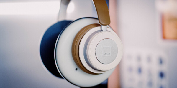 Dali IO-4 Review: Great-sounding headphones with battery life that just keeps going