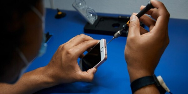 Apple is making it easier to get your iPhone fixed at a repair shop near you