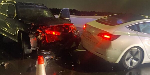 Tesla on Autopilot crashes into two parked cars… again…