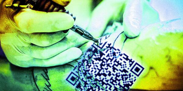 Italian dude gets a QR code tattoo to prove he's covid-free