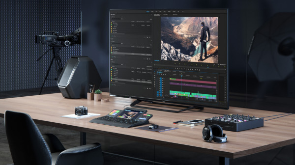 Sharp 8K monitor hed